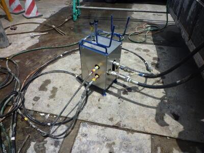 バースター工法 油圧の分配器